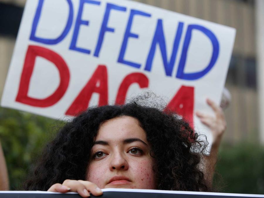 Manifestante en protesta a favor de DACA en Los Angeles el viernes 1 de septiembre del 2017