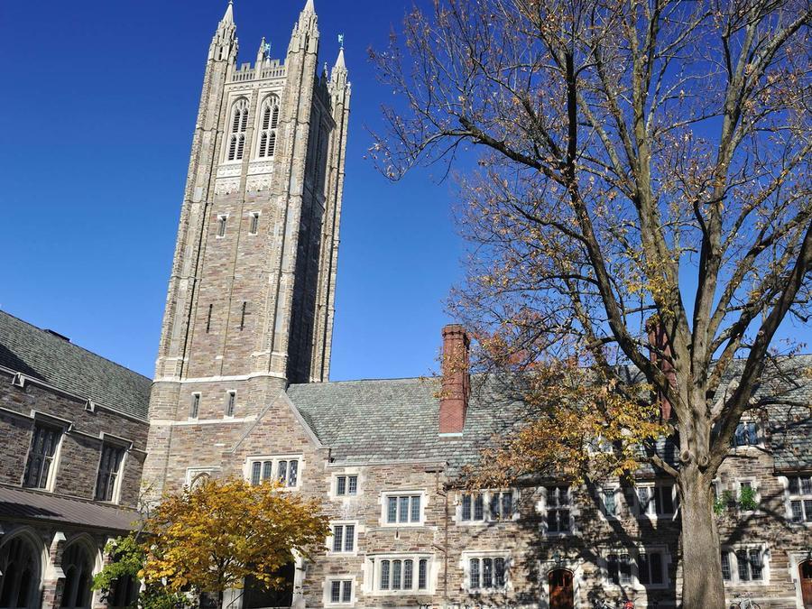 Fachada de la Universidad de Princeton