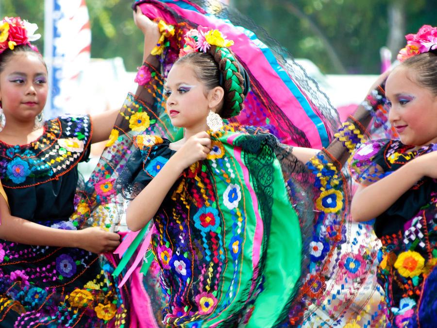 niñas bailando ritmos mexicanos