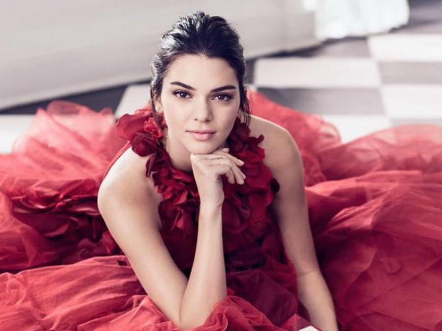 Kendall Jenner con su vestido rojo
