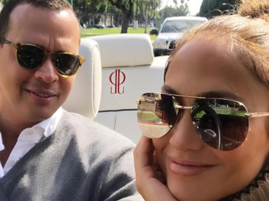 Alex Rodriguez y Jennifer Lopez con gafas de sol