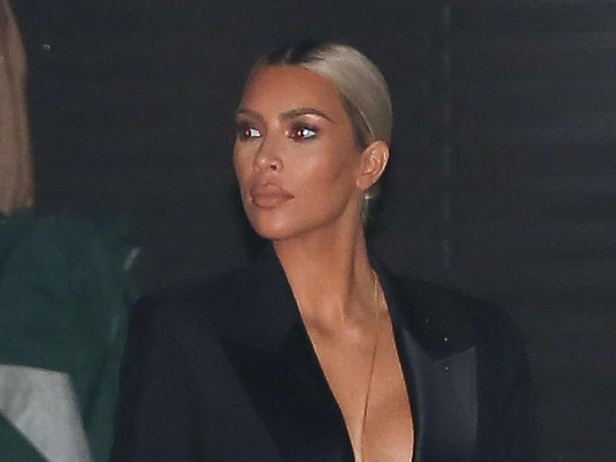 Kim Kardashian sin blusa
