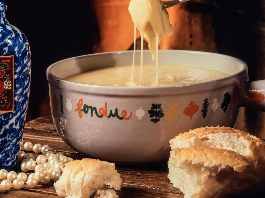 Cheese fondue and bread