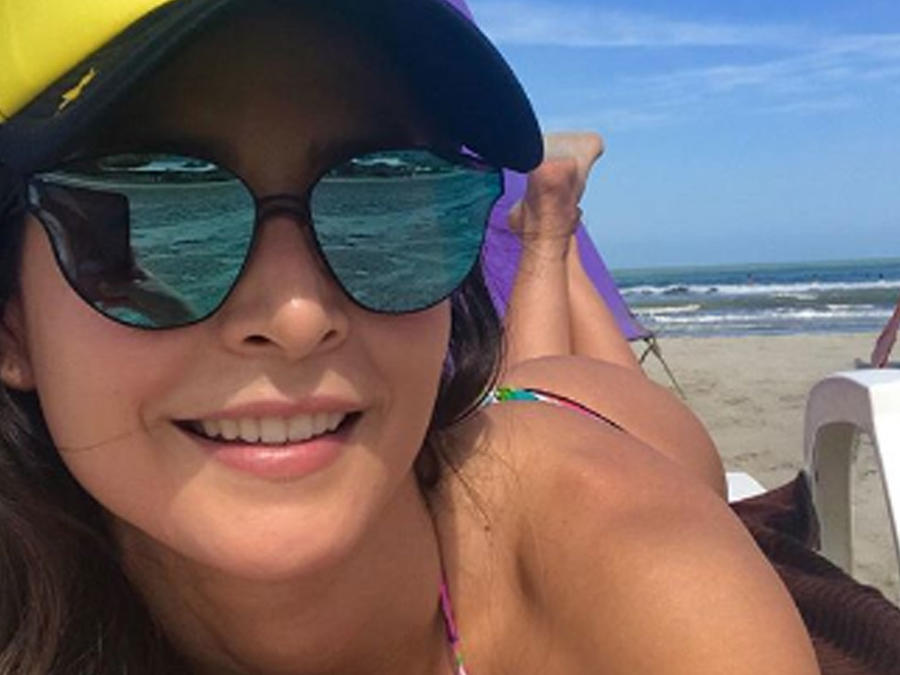 Carmen Villalobos en la playa