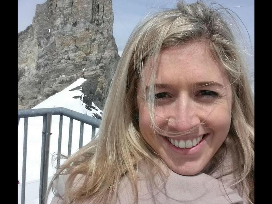 Holly Butcher tomándose una selfie