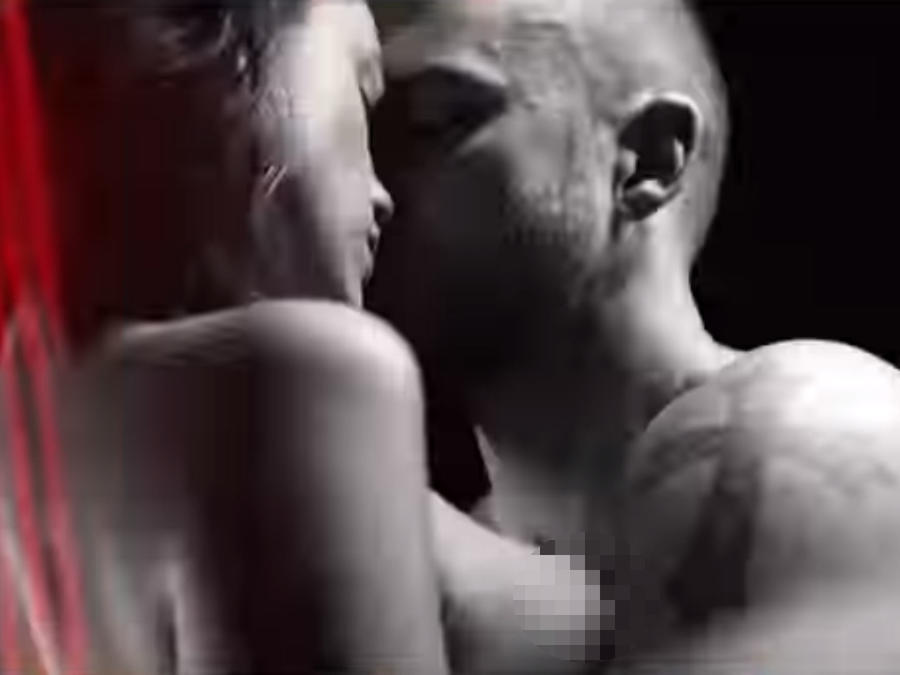 "Eiza González con Justin Timberlake en el video de ""Supplies"""