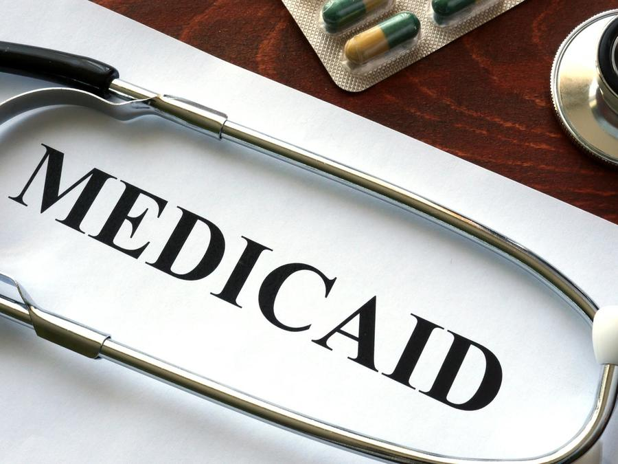 Papel de Medicaid y estetoscopio