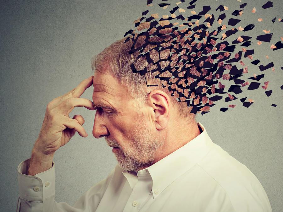 Hombre con problemas de memoria