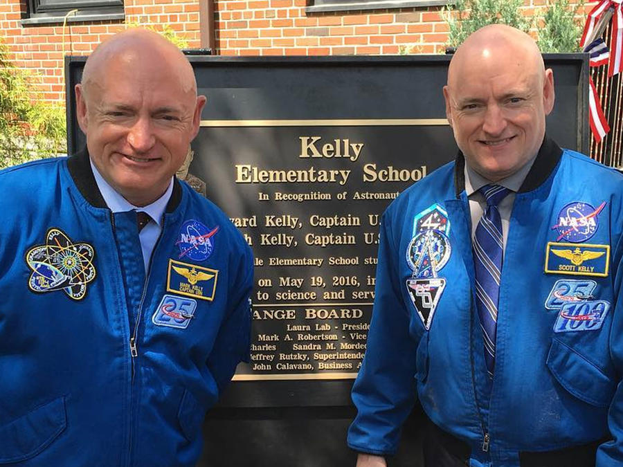Astronautas Scott y Mark Kelly