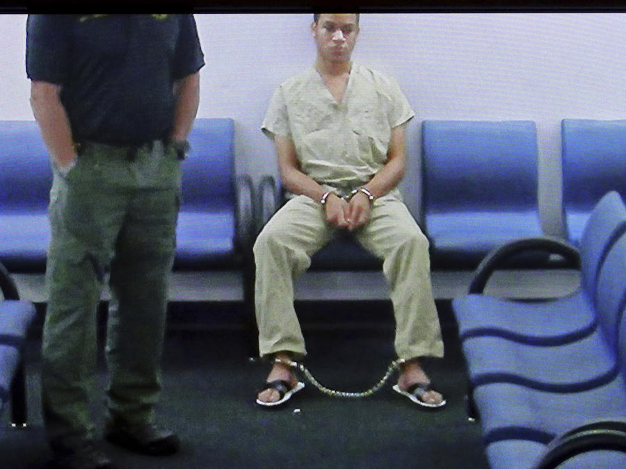 Zachary Cruz, en una imagen transmitida por monitor antes de escuchar la decisión de la juez sobre su fianza este martes.