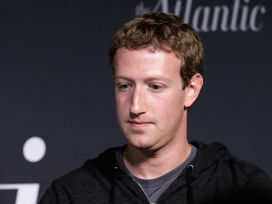 Mark Zuckerberg dando una conferencia