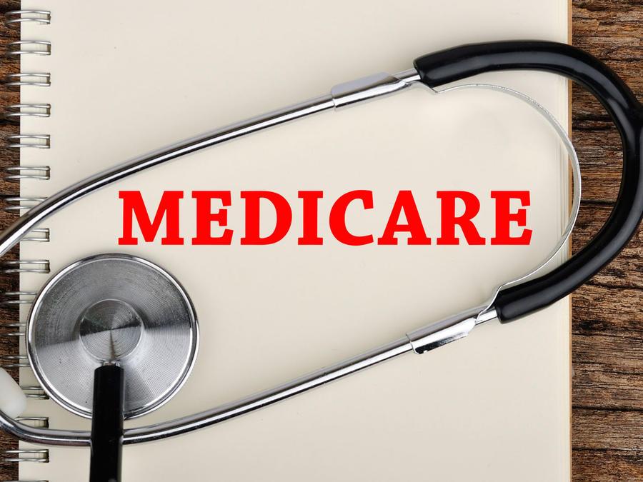 """Cuaderno con """"Medicare"""" escrito"""