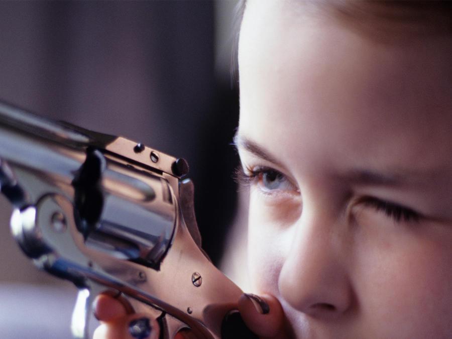 Niña con arma
