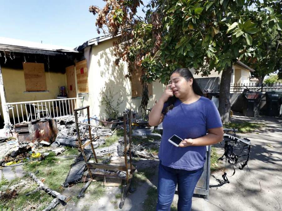 Beatriz Galicia visita la casa quemada en la que su mamá, Maria Eugenia, perdió la vida durante un incendio