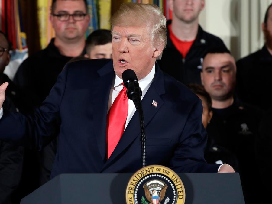 El presidente Trump durante una reunión con veteranos en la Casa Blanca el 26 de abril
