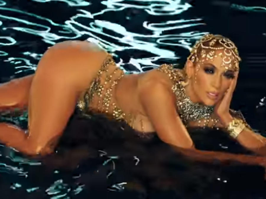 "Jennifer Lopez en el video de ""El anillo"""
