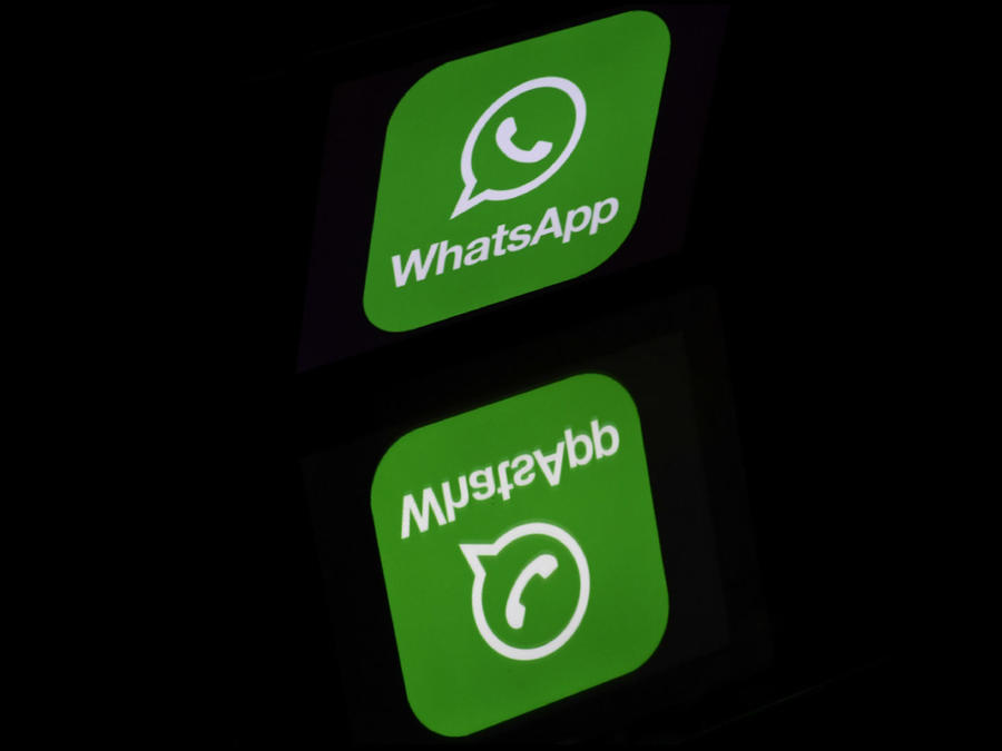 Logo de WhatsApp reflejado