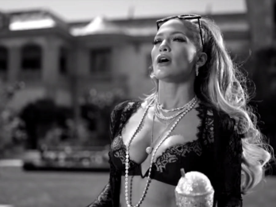 "Jennifer Lopez en el video de ""Dinero"""