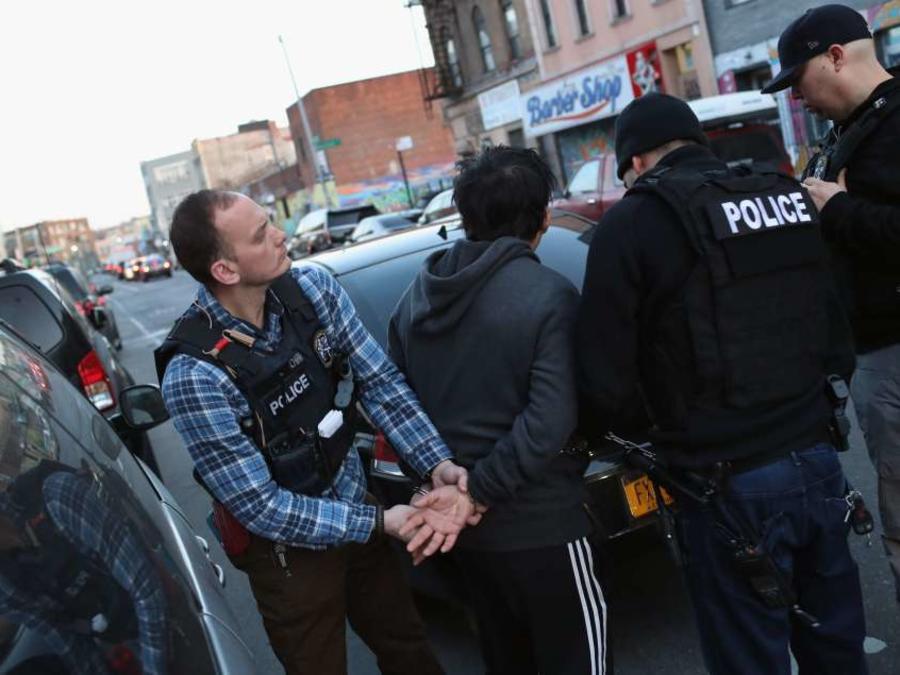 ICE arresta a un hispano en un operativo realizado en abril en Brooklyn.