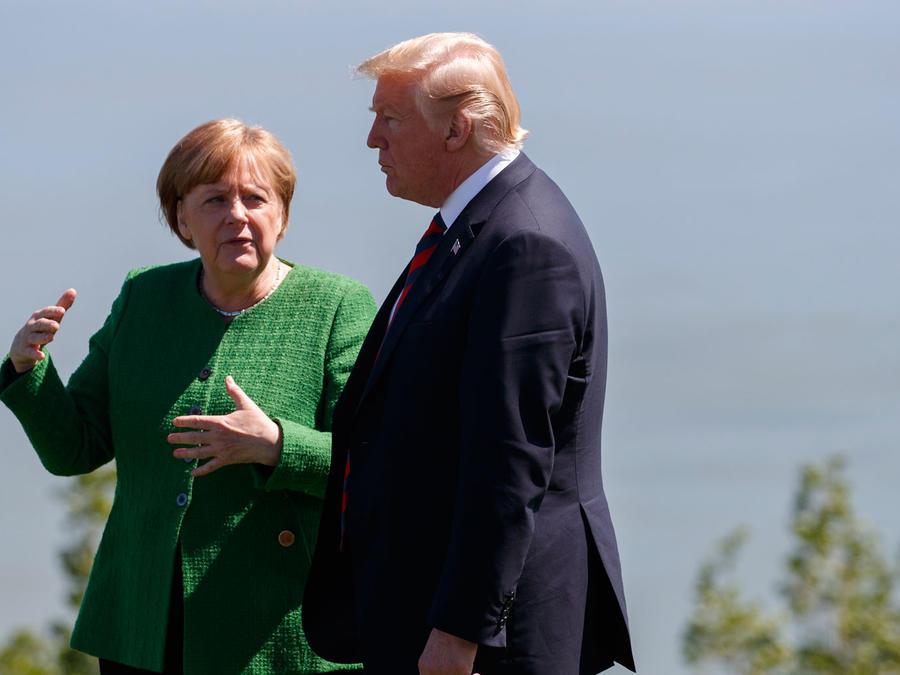 Angela Merkel conversa con Donald Trump en la Cumbre del G7 en Canada
