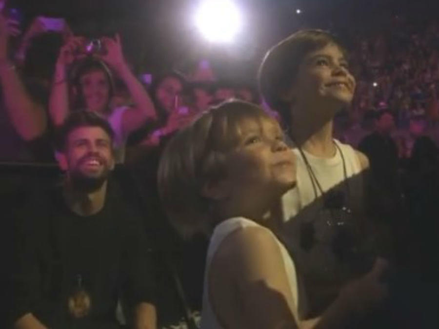 Piqué con sus hijos en concierto de Shakira en Barcelona