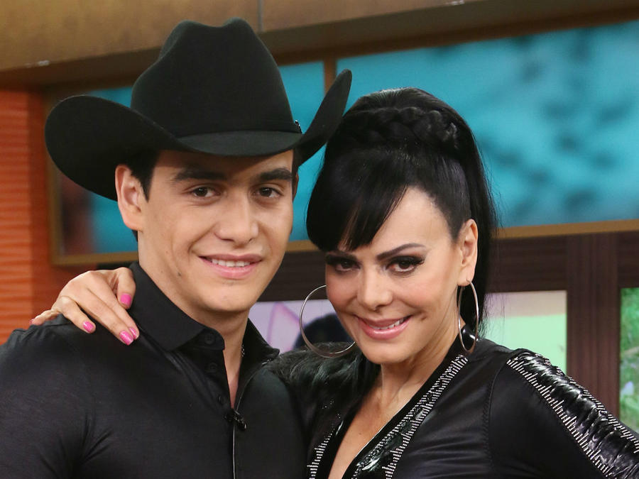 Julián Figueroa con Maribel Guardia en 2015