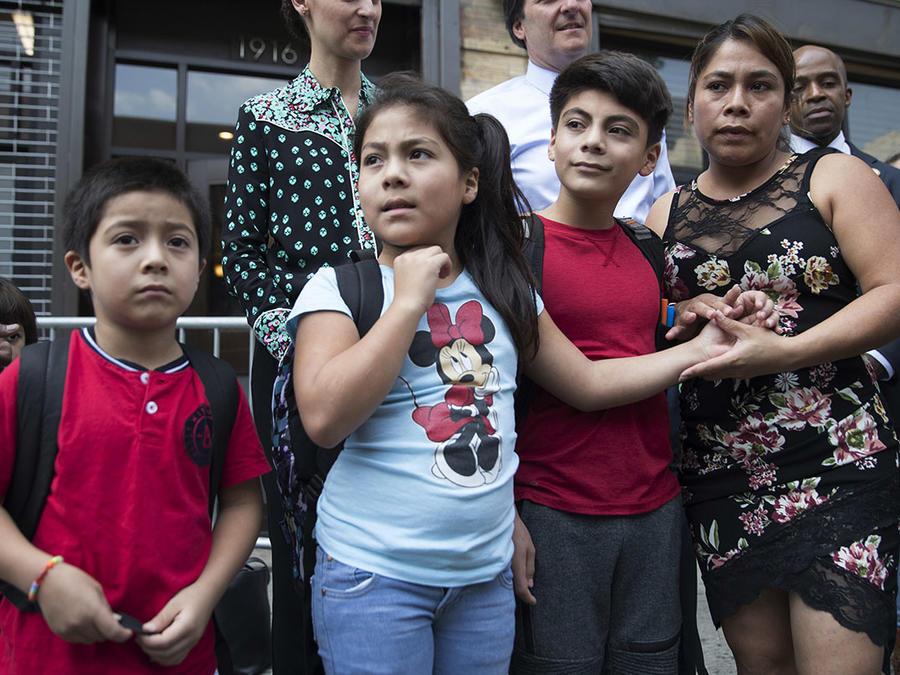Yeni Gonzalez se reunió con sus tres hijos en Nueva York tras haber sido separados en la forntera.