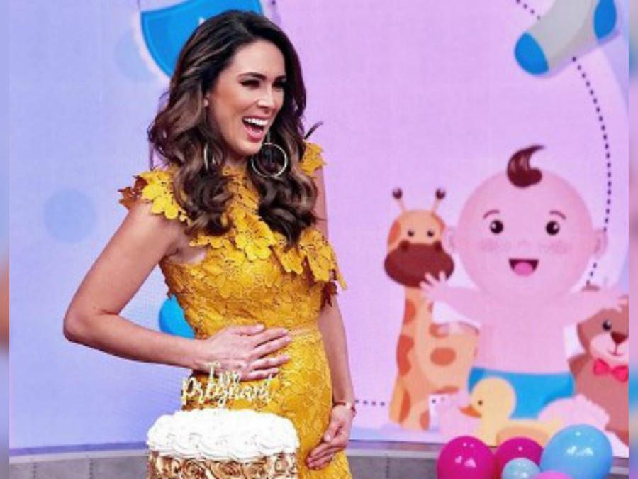 Jacqueline Bracamontes confirmando su embarazo