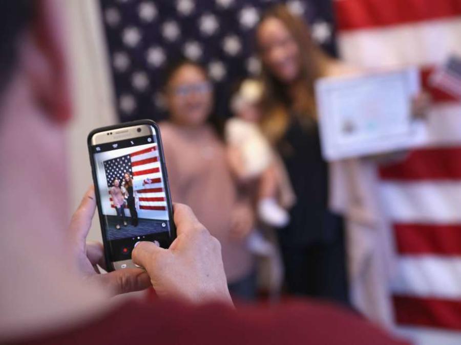Programa de USCIS pretende revisar miles de procesos de inmigrantes naturalizados