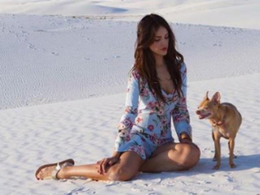 Eiza González con su perrita