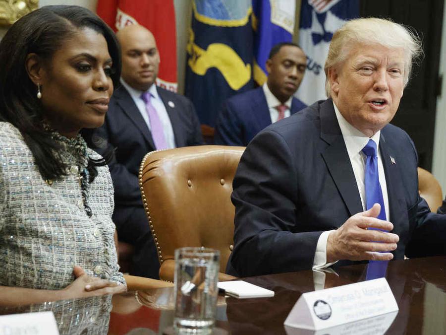 La exasesora de la Casa Blanca, Omarosa Manigault Newman, y Donal Trump en una foto de archivo.