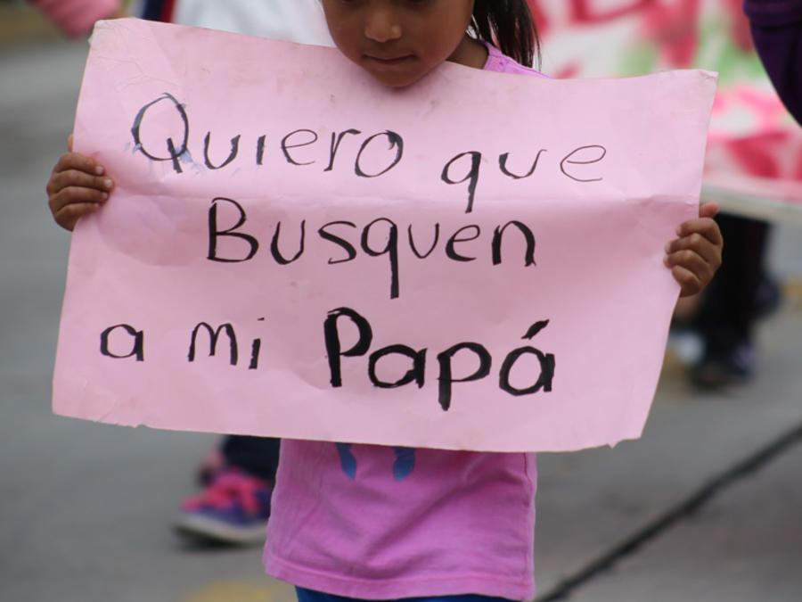 """Colectivos de familiares de personas desaparecidas en Guerrero marcharon a mediados de este mes en la ciudad de Chilpancingo para exigir una disculpa pública por parte del Gobernador Héctor Astudillo, quien dijo que que los desaparecidos en este estado """"p"""