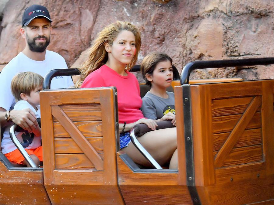 Shakira con su familia en Disney