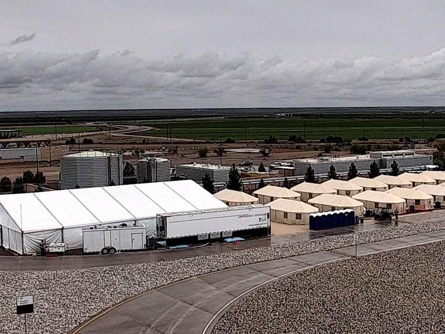 Tiendas de campaña para menores inmigrantes en zona desértica en Tornillo, Texas