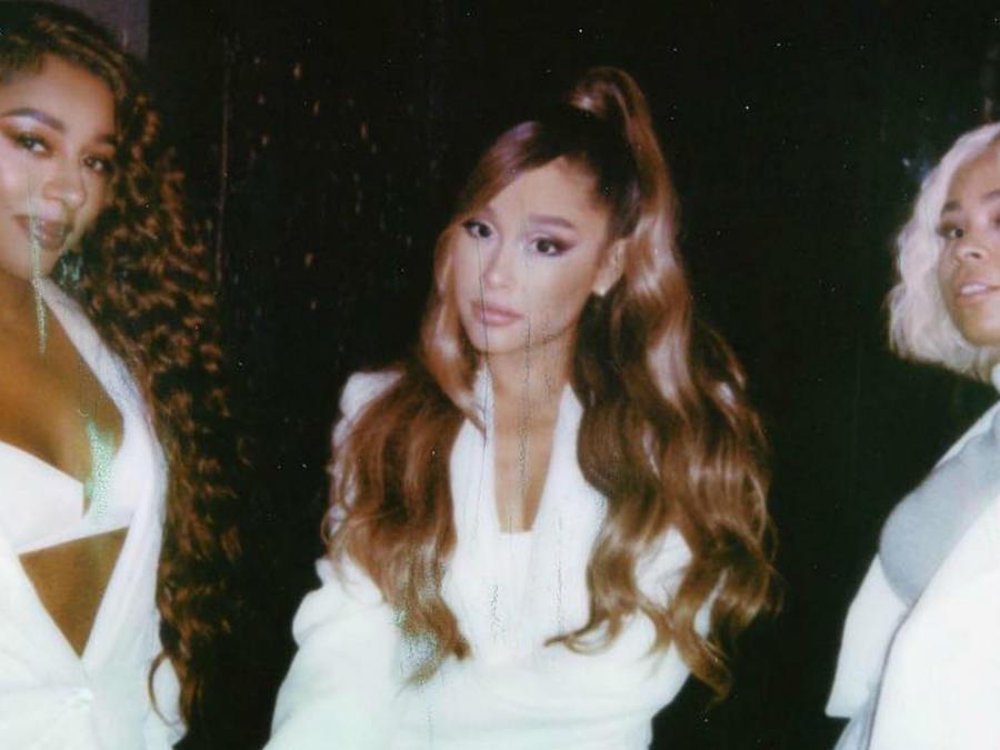Ariana Grande en vestido de novia