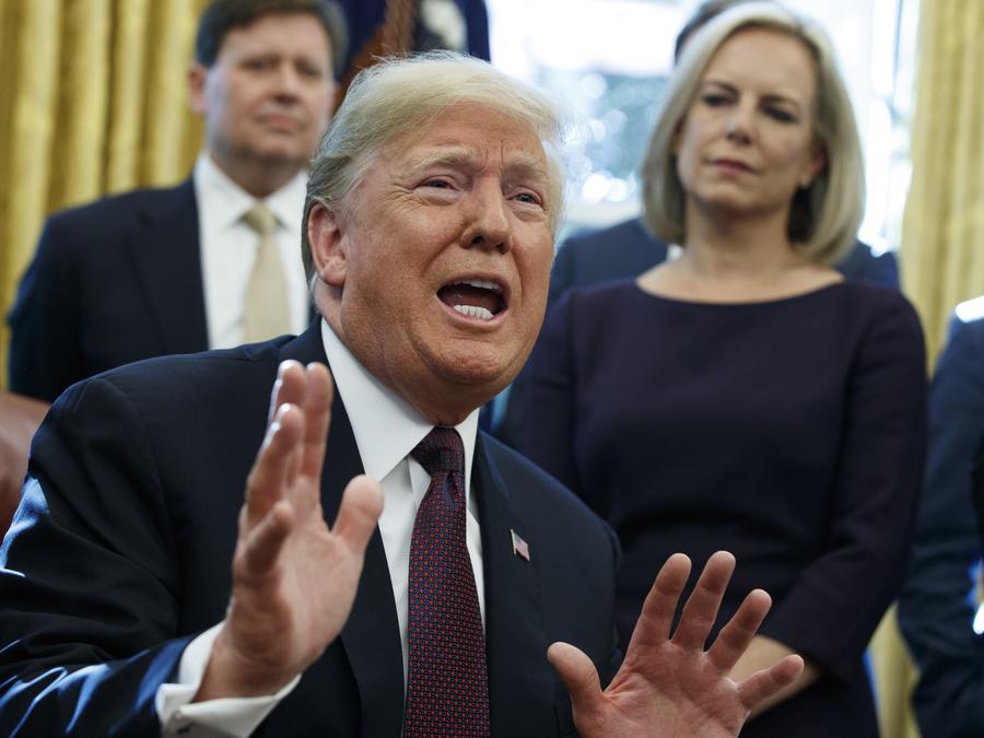 Donald Trump responde preguntas de los reporteros sobre la investigación de Robert Mueller