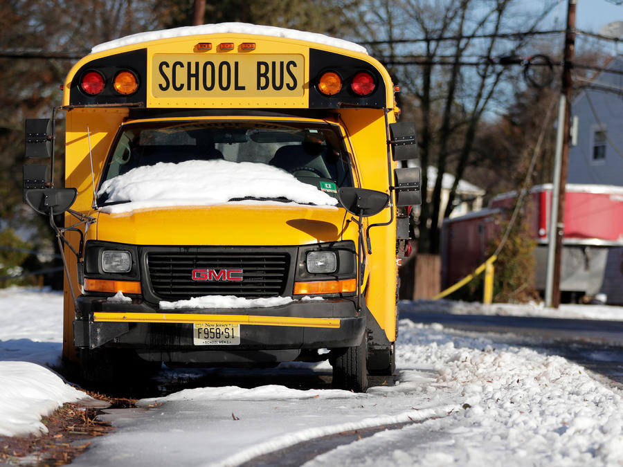 Un autobús escolar con nieve en Nueva Jersey