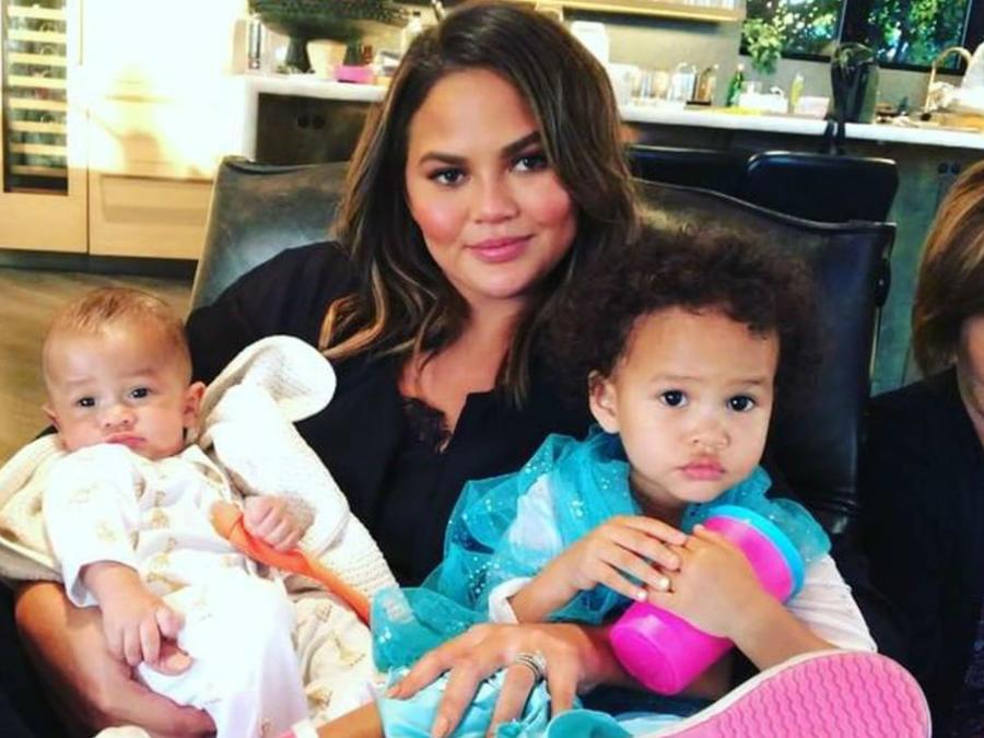 Chrissy Teigen y sus bebés