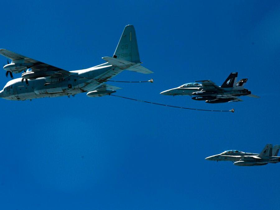 Dos  aviones F/A-18D