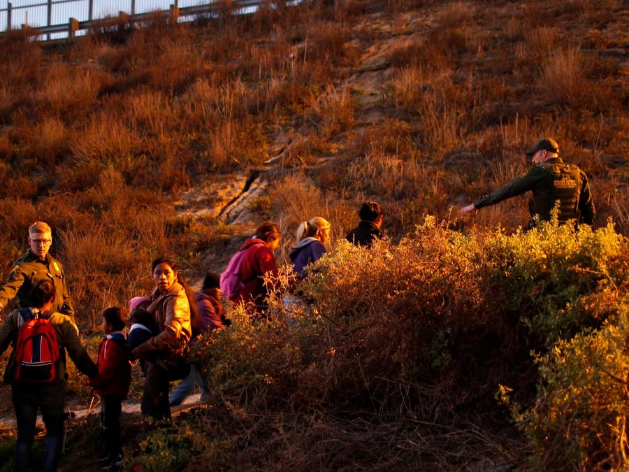 Foto de archivo de miembros de la caravana migrante