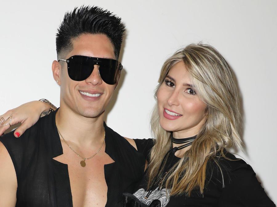 Chyno Miranda y Natasha Araos