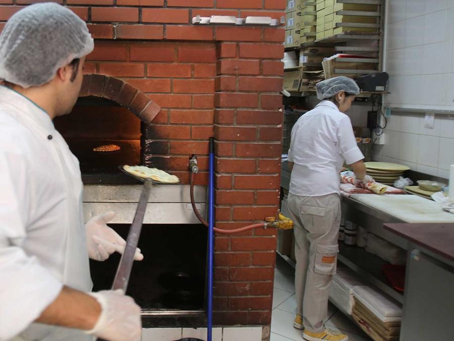 Francisca Pérez cuenta que llegó en 2007 al restaurante italiano Osteria Fasulo en Village Homes, en Davis, California. Cuando llegó tenía experiencia en cocinas mexicanas, pero su nivel de inglés era mínimo.