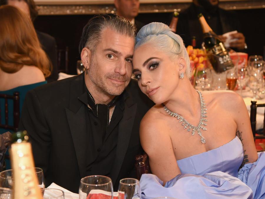 Christian Carino y Lady Gaga en los Golden Globes 2019