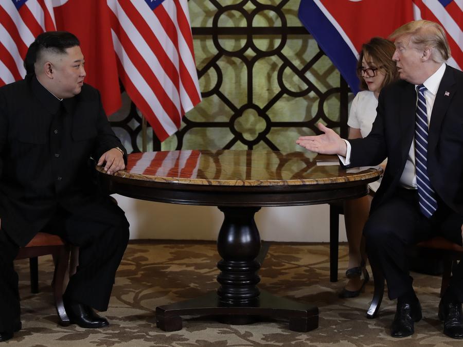 El presidente Donald Trump se reúne con el líder norcoreano Kim Jong Un