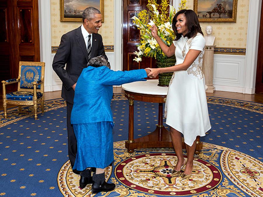 Barack y Michelle Obama junto a Virginia McLaurin
