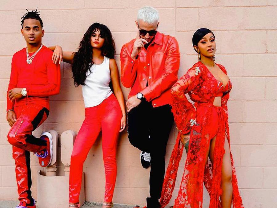 Ozuna, Selena Gomez, DJ Snake y Cardi B en color rojo