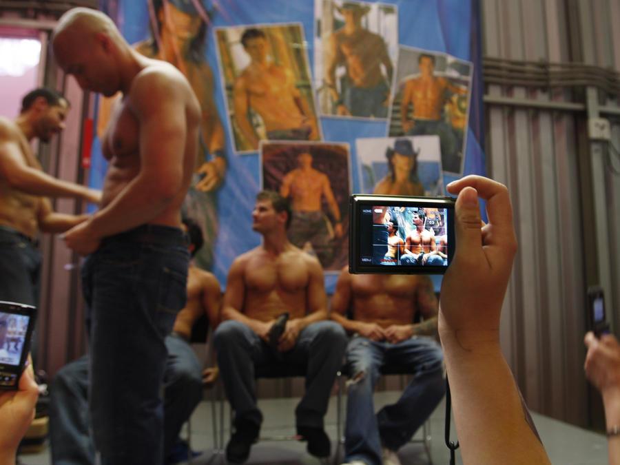 Fotografía de archivo de un grupo de strippers masculinos en la Sex Expo de la Ciudad de México de 2009
