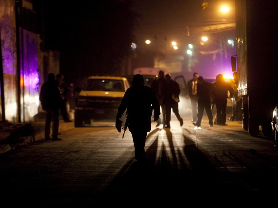 Imagen de archivo de una investigación policial luego de un asesinato en Tijuana en 2011.