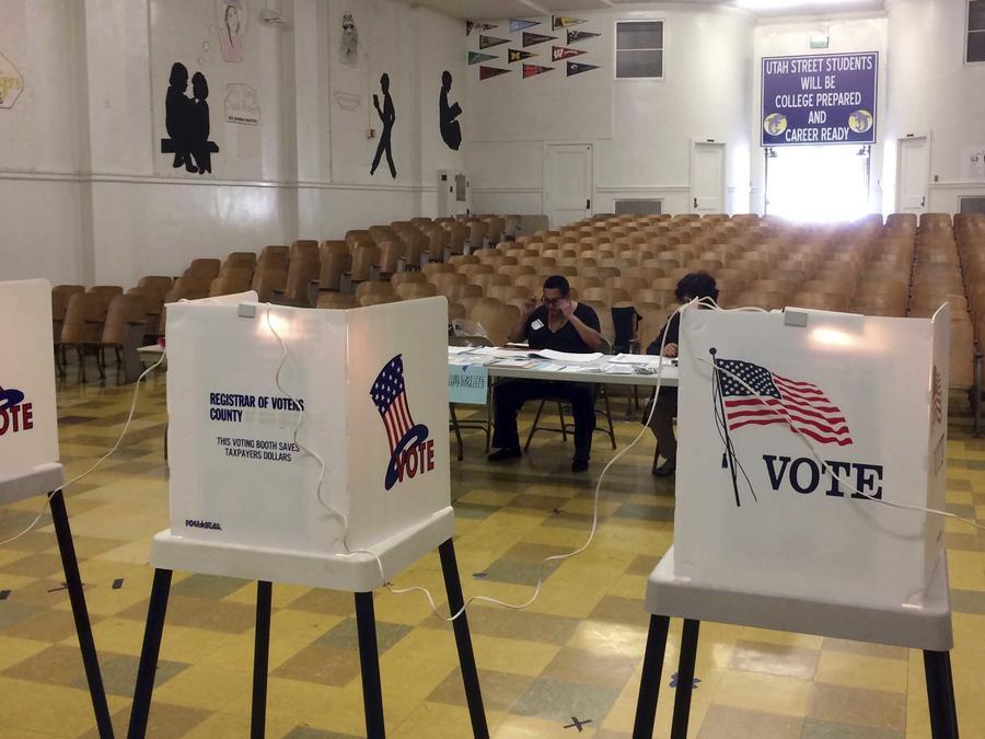 Foto de archivo de puestos de votación
