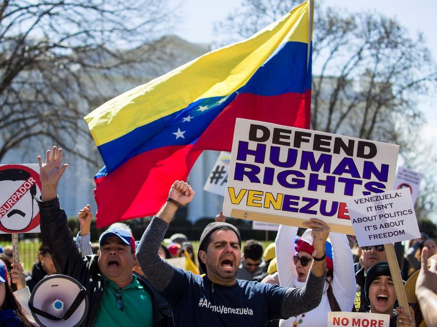 Imagen de archivo de protesta en contra del gobierno de Nicolás Maduro al frente de la Casa Blanca en marzo 2019.